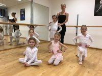 Ballettklassen starten eine Woche früher